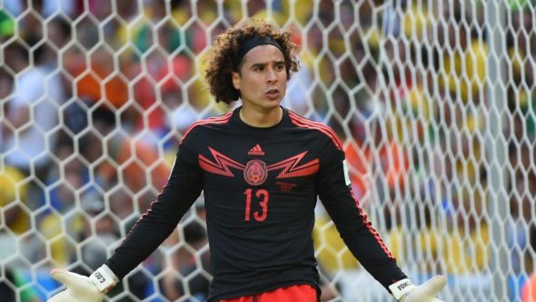 El portero mexicano podría jugar en la Premier League la próxima temporada.