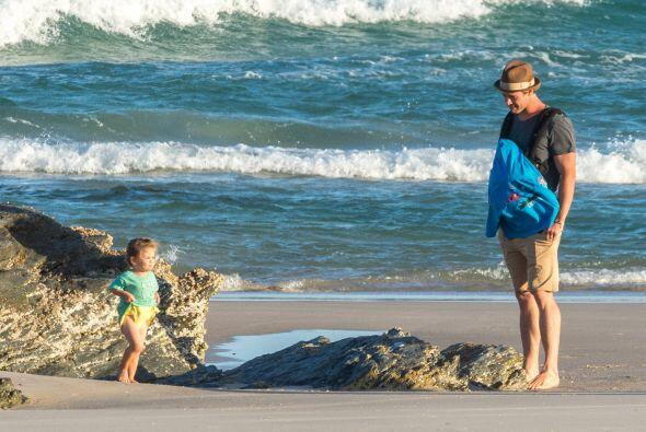 Sin embargo, la que más se divirtió en el mar fue la bella...