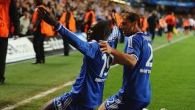 Demba Ba salvó a los 'Blues' cuando el partido llegaba a su fin y Mourin...