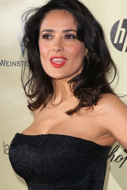 """Una actriz con una """"delantera"""" con mucha clase es Salma Hayek.Todos sobr..."""