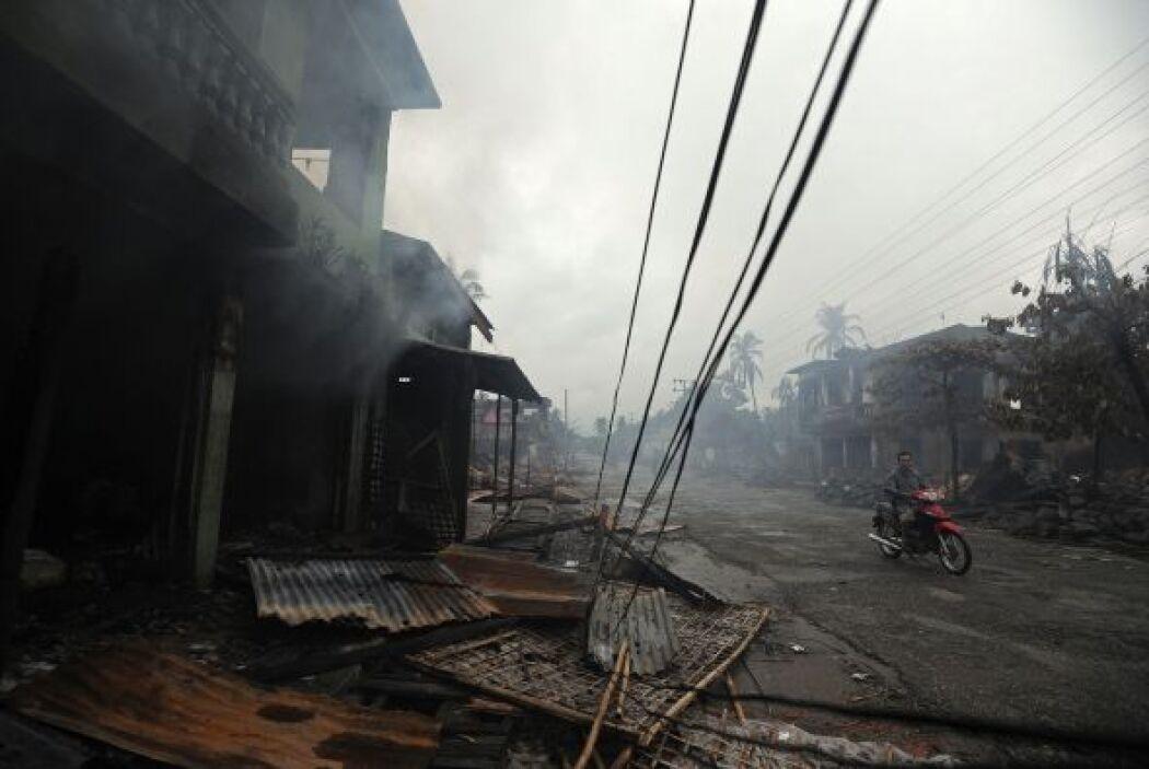Miles de casas han sido quemadas y los informes dicen que los rohingyas...