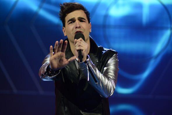 """Víctor cantó """"Mientes"""", el éxito de Camila."""