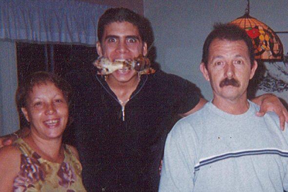 Pedro dejó su acento cubano para su vida personal porque ahora habla com...