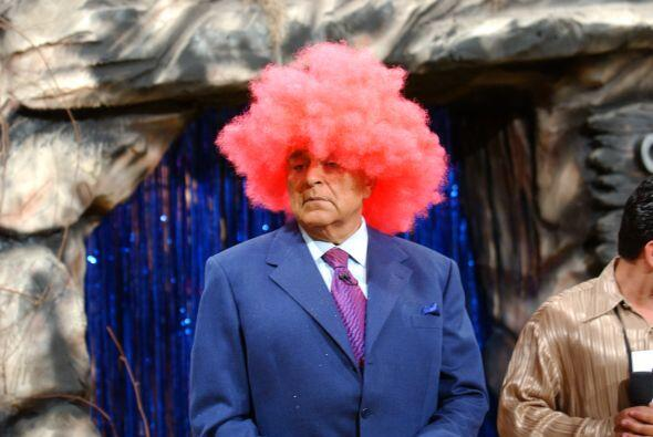 ¡Don Francisco, siempre háganos reír con sus elocuentes sombreros!