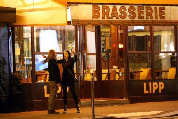 La ex estrella infantil se fue de vacaciones a la capital francesa con s...