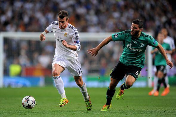 Jugando en el estadio Santiago Bernabéu, los madridistas jugaban...