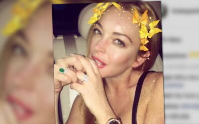 Lindsay Lohan luce anillo de compromiso una vez más