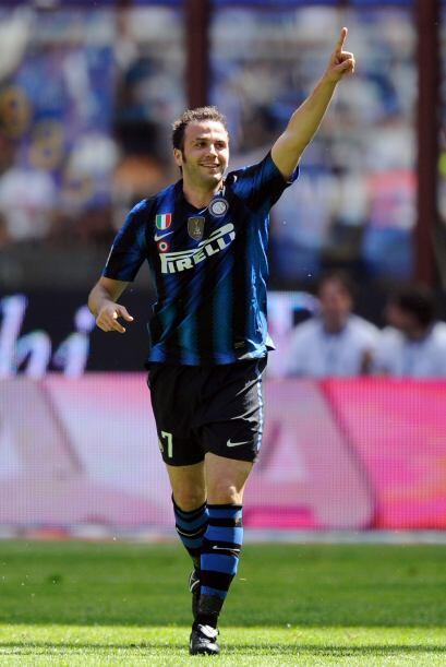 El ex de la Sampdoria feliz tras darle la ventaja a su equipo.