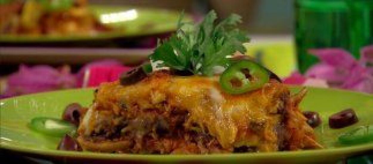CHILAQUILES FACILITOS CON FRIJOLES REFRITOSCuando te sobran tortillas y...