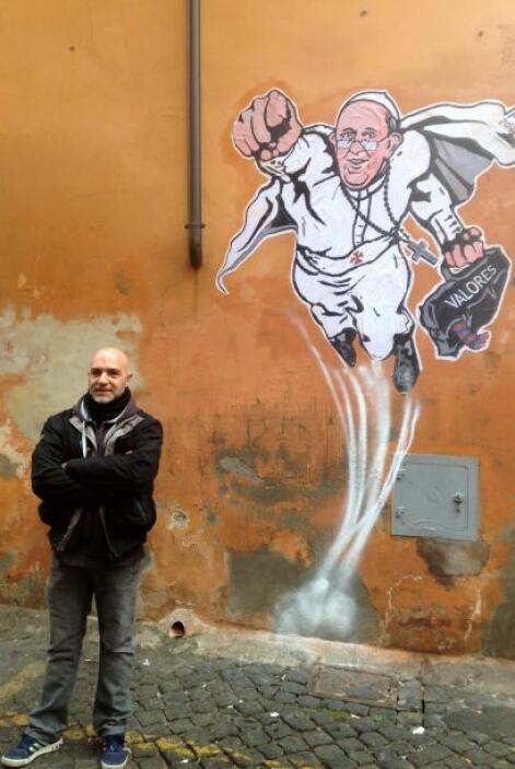 """El Papa Francisco se convirtió en """"superhéroe"""" gracias al grafiti realiz..."""