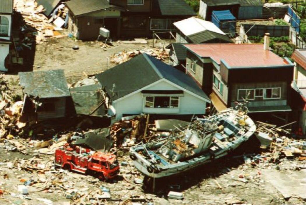 El 12 de julio de 1993 al menos 230 personas murieron por las olas gigan...
