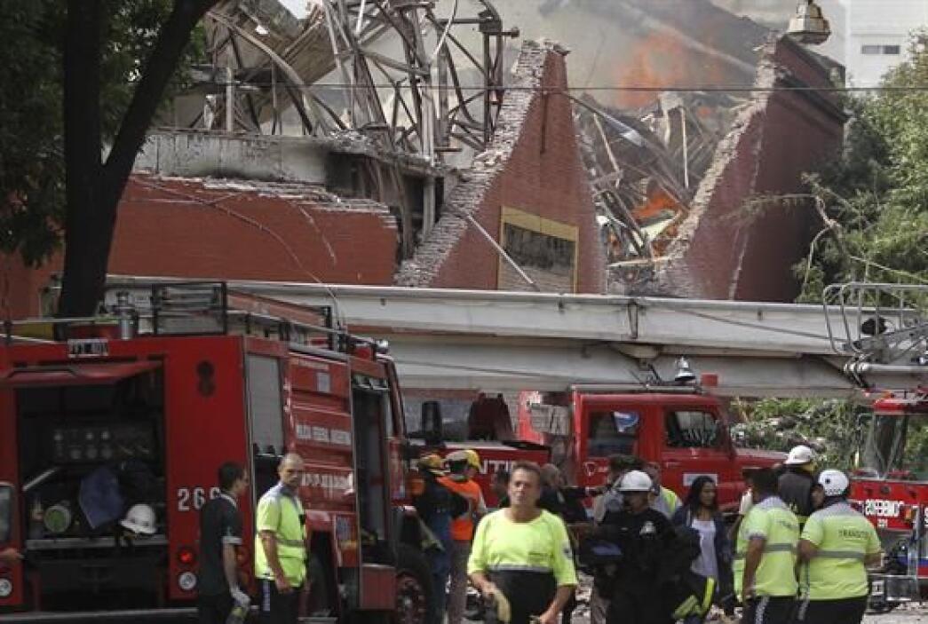 Nueve miembros de los equipos de emergencias de Argentina, que intentaba...