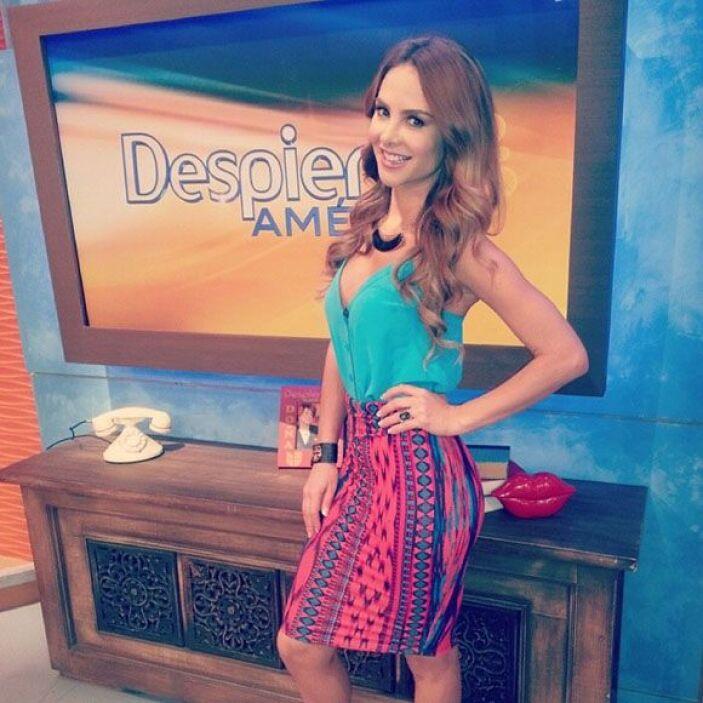 """""""Una fotico de mi look de hoy. Falda tribal #Charlotte russo blusa azul..."""