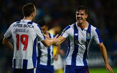 André Silva comanda triunfo del Porto por 3-0 sobre el Arouca