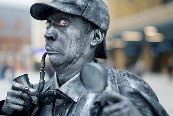 ¿Qué tal este Sherlock Holmes hecho una estatua humana en...