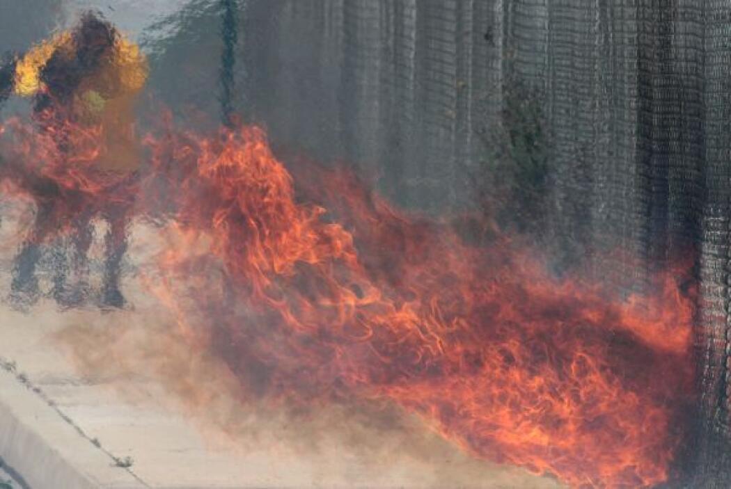 Incendio en Rancho Cucamonga sin tregua: Las ráfagas de vientos de Santa...