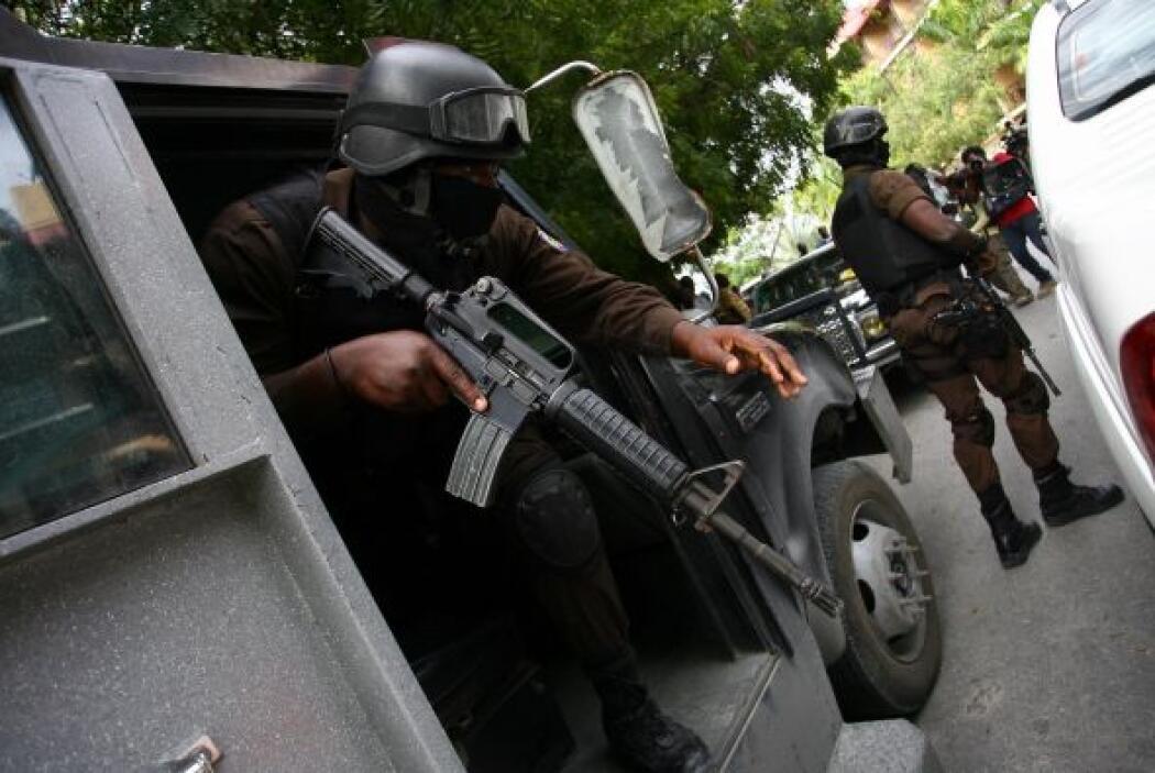 La policía haitiana se encontraba alrededor del hotel o bien en su inter...
