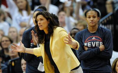 Stephanie White, la única entrenadora abiertamente gay en la Divi...