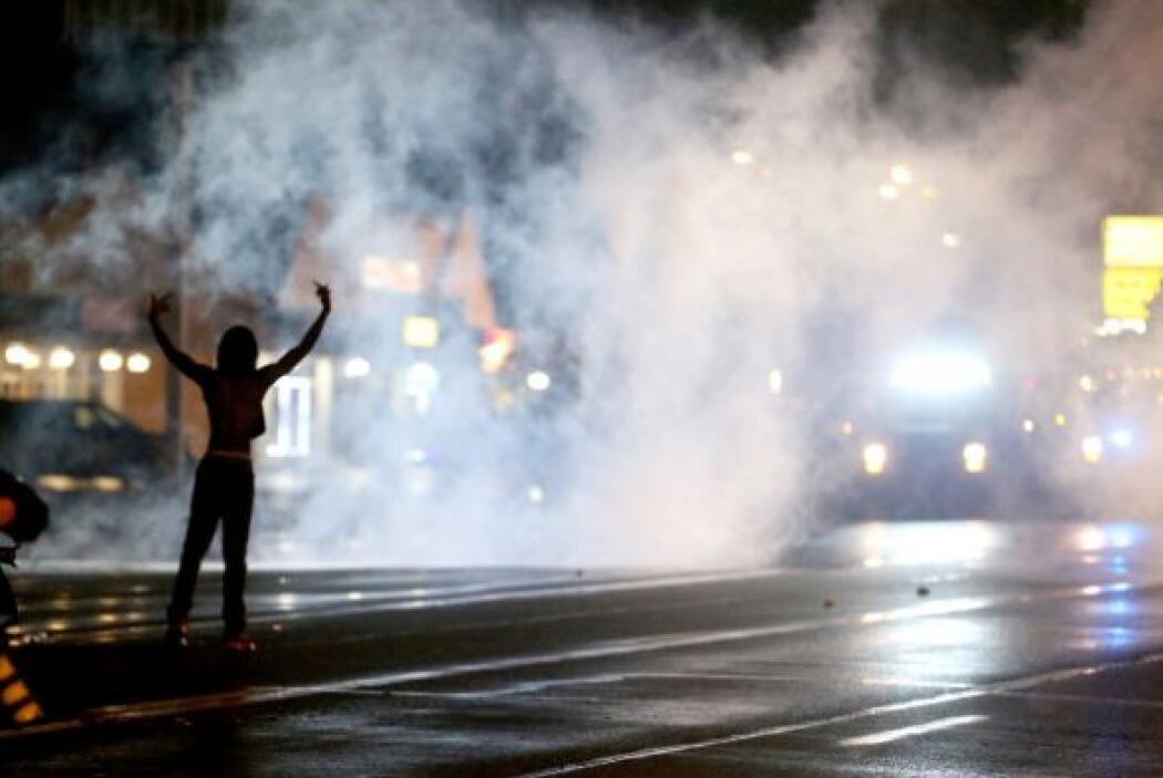 La policía aseguró que se vio obligada a lanzar gases lacrimógenos para...
