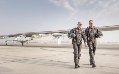 Los pilotos Bertrand Piccard (izquierda) y André Broschberg.