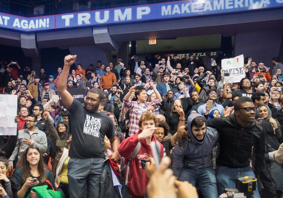 Acto de Donald Trump en Chicago se suspende por incidentes
