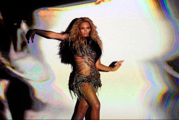 "El 21 de abril de 2011 se lanzó ""Run The World (Girls)"", el primer senci..."