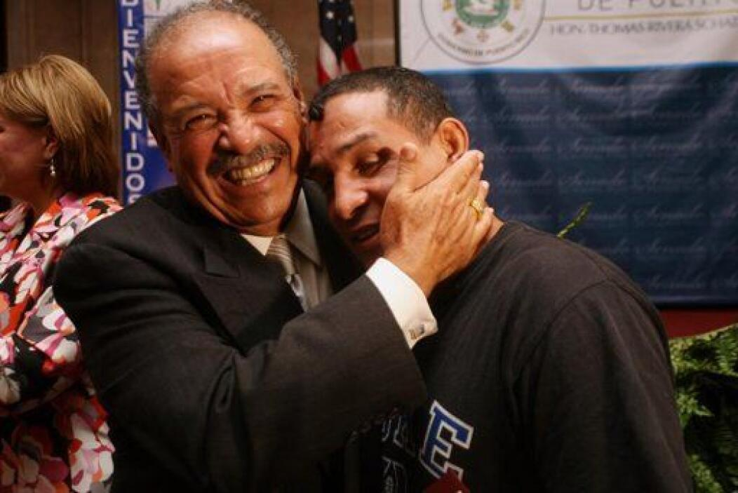 """El boxeador puertorriqueño Héctor """"El Macho"""" Camacho junto a Francisco V..."""