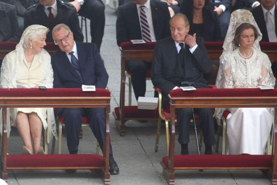 Los reyes de Bélgica y de España, acompañados de sus esposas, presencian...