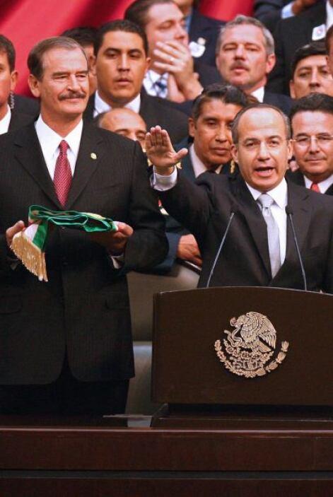 En una ceremonia protocolaria de sólo cinco minutos Felipe Calderón prot...