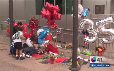 San Antonio muestra respeto y luto por el bombero Scott Dean