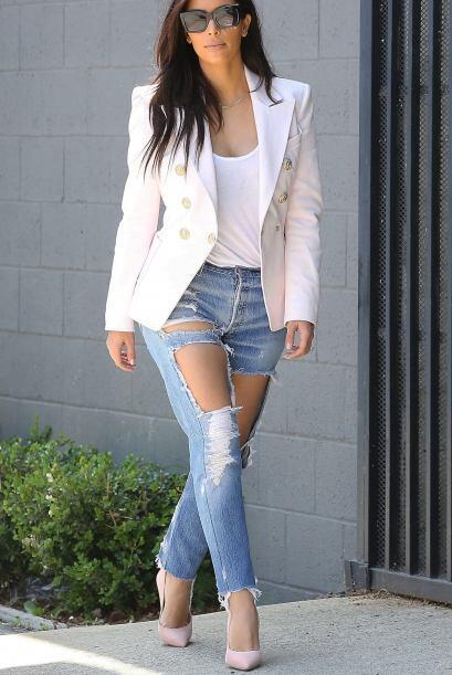 Kim Kardashian fue muy inteligente al sumarle formalidad a su 'look' de...