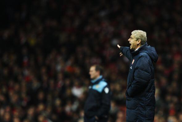 El técnico Arsene Wenger no sabía cómo hacer que su...