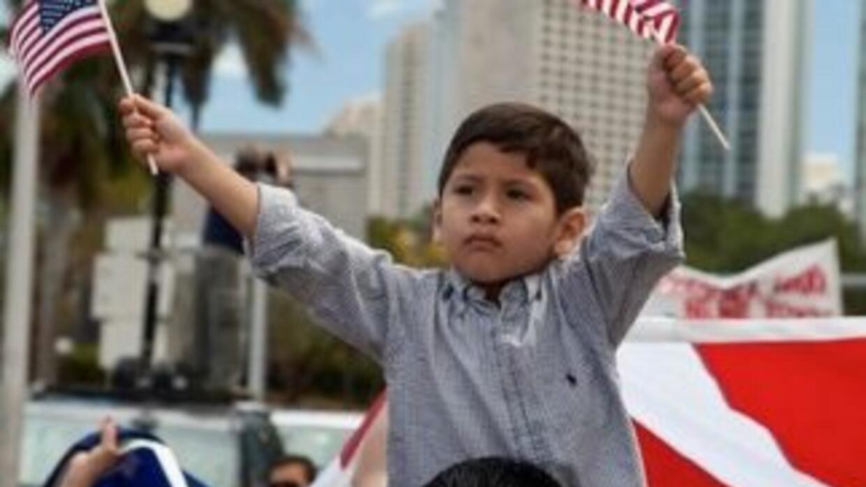 Los latinos son ya la mayor minoría del país.