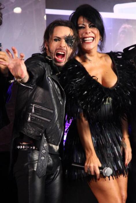 """El nuevo album se llama """"Alejandra Guzmán, 20 años de éxitos en vivo con..."""