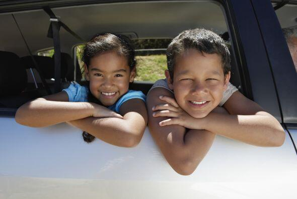 ¿Adónde se dirigirá ese auto? Mientras conduces, juega con tus niños a i...
