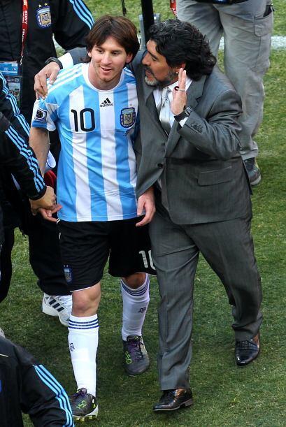 Maradona felicitó a Messi después de la gran victoria.