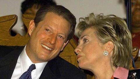 Hillary Clinton y Al Gore en los años noventa, cuando este era vi...