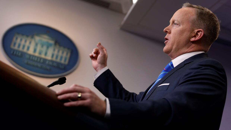 Spicer y la Casa Blanca quieren que los periodistas pasen a otra cosa y...