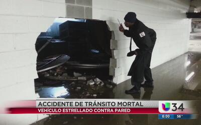 Muere impactado contra muro de centro comercial