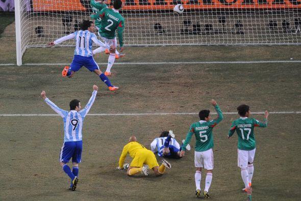 Y para rematarla, a Carlos Tévez le convalidaron un gol en clara...