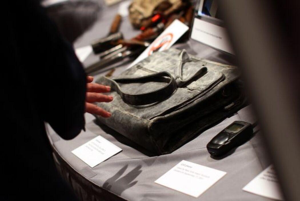Algunos trozos de los aviones que impactaron en el World Trade Center, o...