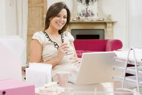 Trabajar te mantendrá distraída durante la espera  de tu bebé, pero es i...