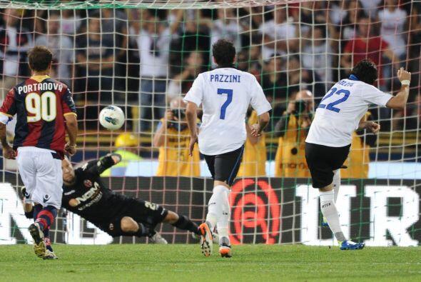 Pero en otro penalty apareció Diego Milito y puso las cosas 2 a 1.
