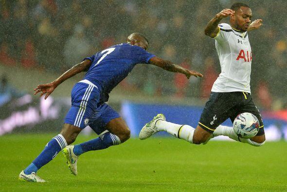 Pero los intentos del Tottenham se vieron frustrados por el arquero y de...