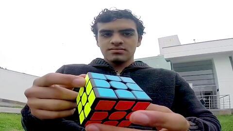 Lo imposible: resolver el cubo de Rubik en pocos segundos y a ciegas