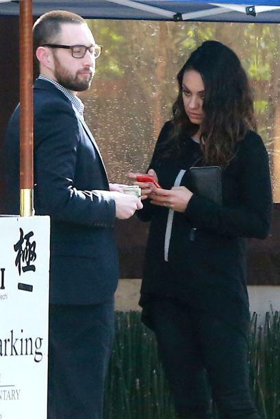 La actriz salió a comer con uno de sus amiguitos.