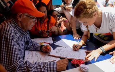 El gobierno verifica las firmas para la revocación de Nicolás Maduro