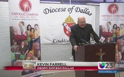 Obispo de Dallas con los niños inmigrantes