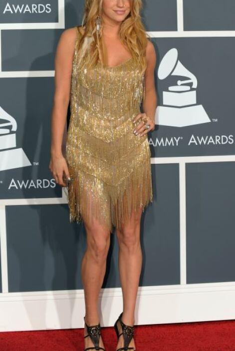Qué horror el vestido de Ke$ha, parece que fue a un cabaret a conseguirl...