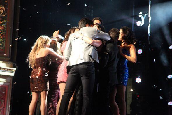 Los Protagonistas subieron al escenario para felicitarlos a todos.